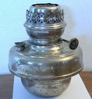 Petrolejová lampa z alpaky