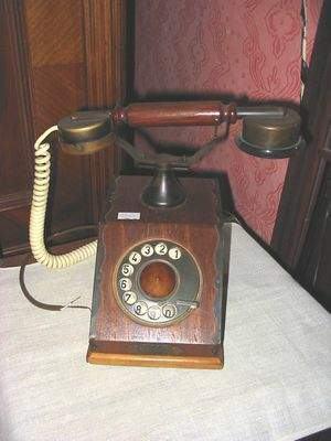 Telefón v starožitnom štýle