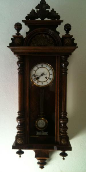 Nástenné hodinky