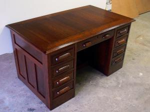 Datovania starožitný jedálenský stôl