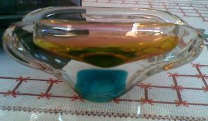Stary skleneny farebny popolnik