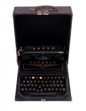 Písací stroj Adler v kufríku