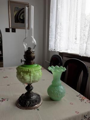 Petrolejová lampa a váza - secesia