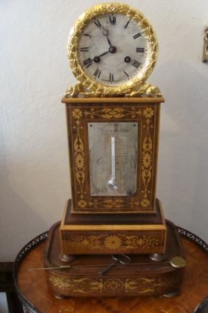 Intarzované hodiny s teplomerom
