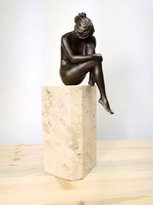 Milo - bronzová socha zamyslenej ženy